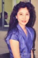 1977年に大原麗子が出演したウィスキーのCMは、世の男性を虜にした。