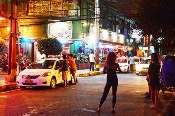 マニラ中心部のデルピラール通り