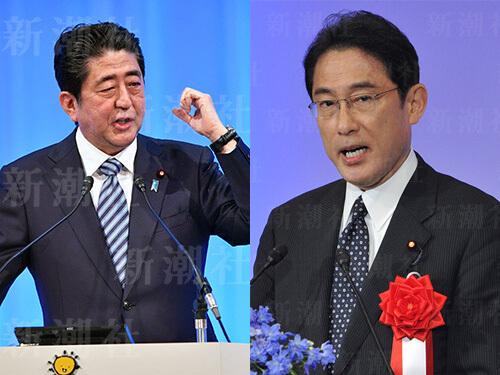 自民党政調会長に就任した岸田文雄氏(右)