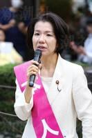 街頭で演説する豊田真由子