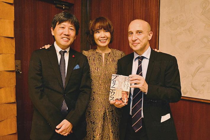 「イタリア共和国星勲章」を受賞したヤマザキマリ氏(写真中央)