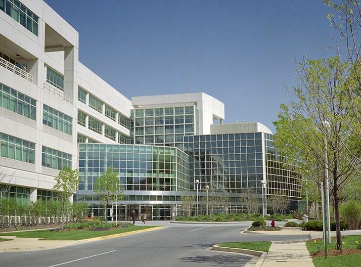 米国国立公文書館2号館、通称「アーカイブII」