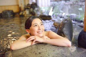 温泉でのんびり(※写真はイメージ)