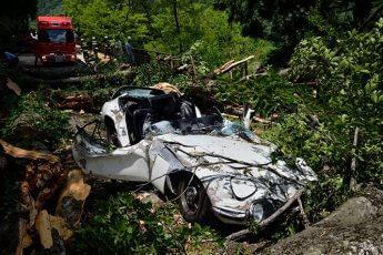 (1)大破した「トヨタ2000GT」