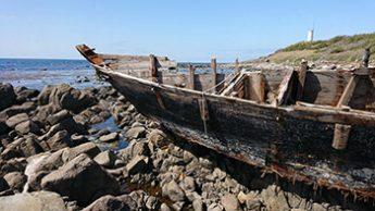 志賀町の漂着船