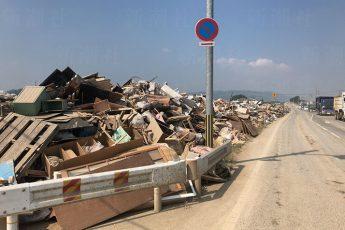 岡山県倉敷市真備町の被災ゴミ集積場