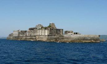 軍艦島(端島)(Hisagi/Wikimedia Commons)