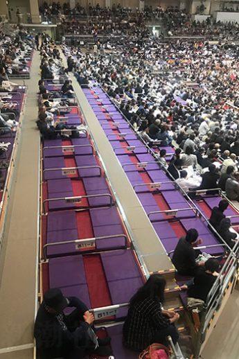 九州場所5日目、稀勢の里が休場した後の「満員御礼」