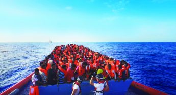 反骨のアーティスト「アイ・ウェイウェイ」が寄り添う「難民の悲劇」