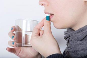 薬を飲むイメージ画